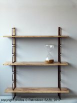 Antique brass wall rack with mango wood shelfs, Madam Stoltz