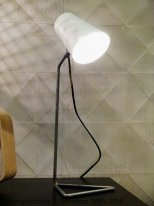 Triangular base and white lampshade light Chehoma