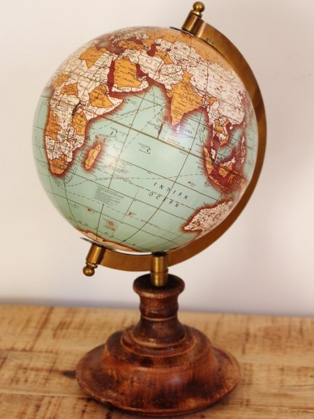 Mappemonde vintage base bois, antique style, chehoma