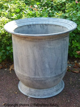 Large Lipped metal urn, countryside style, Tobs