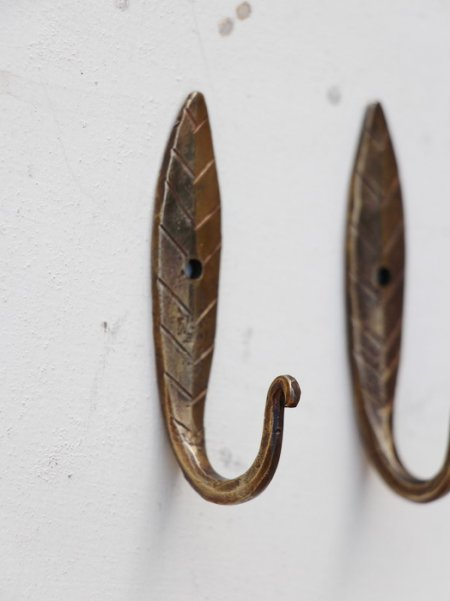 Brass hand forged hook leaf Madam Stoltz