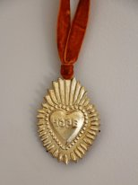 Antique gold metal ex-voto heart to be suspended Hope Chehoma