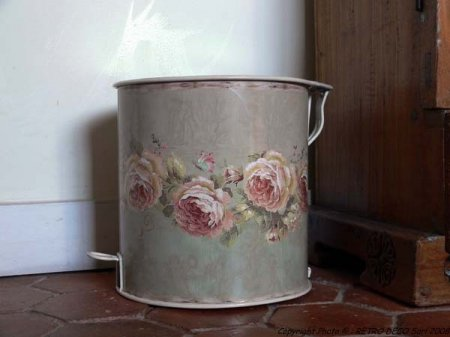 Waste bin roses, antique style, Antic Line