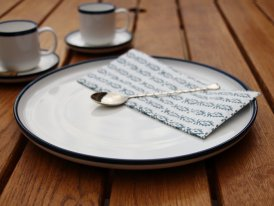 White porcelain dinner plate with blue border Chehoma