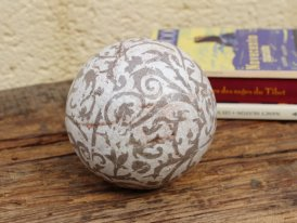 Medium ceramic ball brown, cosy decor