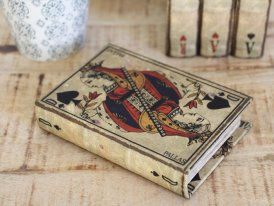 Cards game box Dame de pique, antique decor, Antic Line