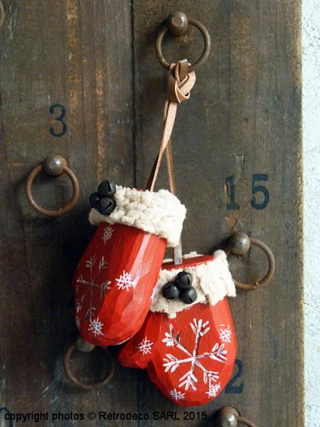 Red gloves with bells, Christmas deco, Chehoma