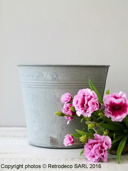 Medium zinc Pot Chartwell, countryside deco, Tobs