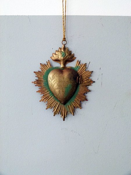 Antique gold metal ex-voto to be suspended with heart box