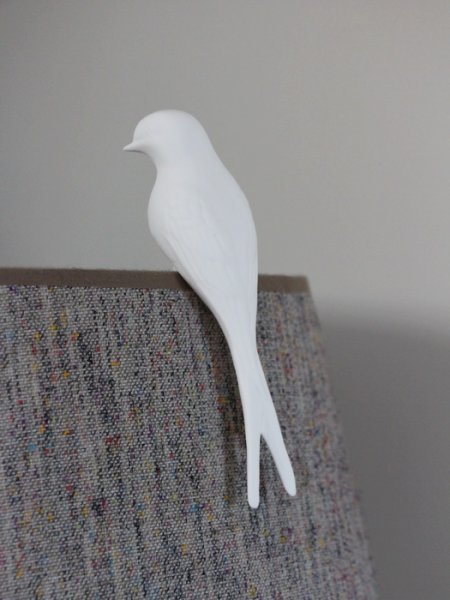 White porcelain swallow to be suspended Chehoma