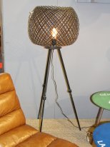 Adjustable lamppost with wire-mesh lampshade