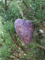 Purple fabric heart to be suspended, Madam Stoltz