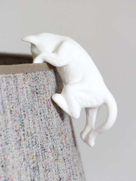 White porcelain cat to be suspended Chehoma