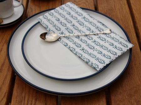 White porcelain dessert plate with blue border Chehoma